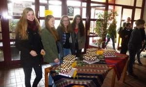 Osterhasen und Osterhäsinnen aus Fairem Handel